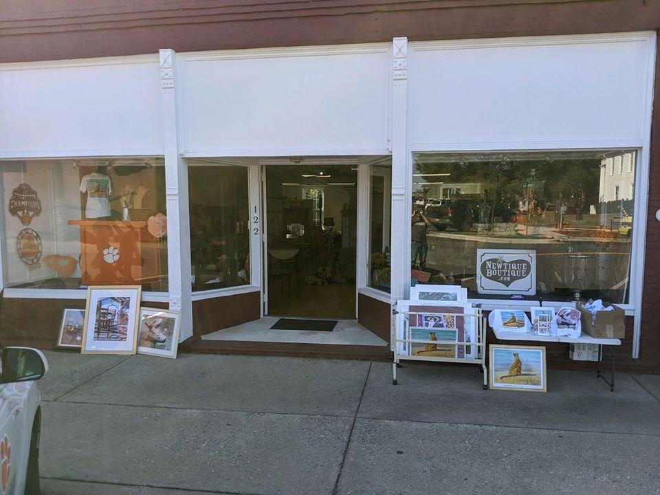 Newtique Boutique store front